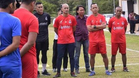 Legenda timnas Indonesia, Kurniawan Dwi Yulianto, menjalani musim yang berat bersama klub Liga Super Malaysia 2020, Sabah FA. - INDOSPORT