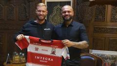 Indosport - Gelandang asing milik Madura United, Jacob Scott Pepper mengaku baru tahu atas wacana PSSI yang menerapkan renegosiasi kontrak hingga mencapai 50 persen dalam kelanjutan Liga 1 2020 nanti.