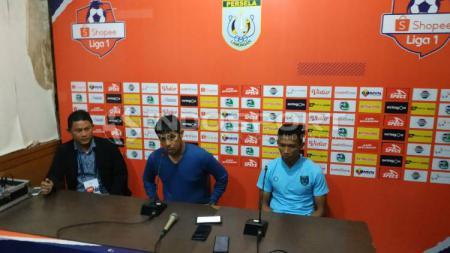 Nilmaizar dan Eky Taufik kecewa dan sedih Persela belum bisa mendapat tiga poin di kandang di Liga 1 2020. - INDOSPORT