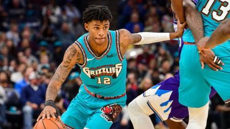 Pemain tim NBA Memphis Grizzlies, Ja Morant, sukses mengecoh pertahanan Atlanta Hawks. - INDOSPORT