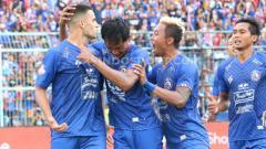 Indosport - Arema FC vs Persib Bandung di Liga 1 2020.