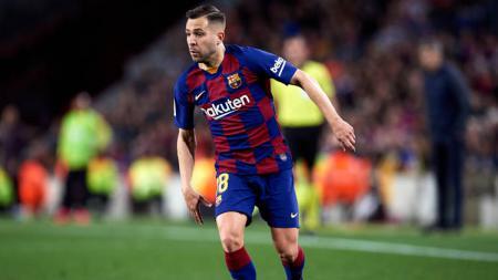 Barcelona kemungkinan tidak akan bisa memainkan Jordi Alba dalam beberapa pekan LaLiga Spanyol 2020/21 akibat cedera. - INDOSPORT