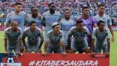 Indosport - Skuat Persib Bandung kala menghadapi Arema FC di laga Liga 1 pekan kedua.