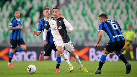 Cristiano Ronaldo sempat halu melambaikan tangan ke arah 'fans' sebelum Juventus sukses hancurkan Inter Milan di pekan 26 Serie A Liga Italia. - INDOSPORT
