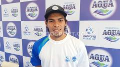 Indosport - Gelandang klub Liga 1 PSM Makassar, Rasyid Bakri, di ajang Aqua DNC 2020 Regional Makassar, Minggu (8/3/20).