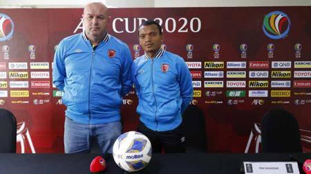 Sesi jumpa pers PSM Makassar sebelum melawan Kaya FC di ajang Piala AFC 2020 diwakili oleh pelatih Bojan Hodak dan pemain Ferdinand Sinaga. - INDOSPORT
