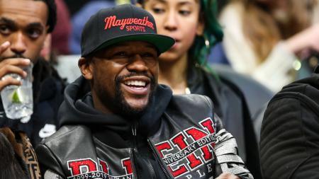 Floyd Mayweather mengklaim dirinya bisa menghasilkan pundi-pundi uang dengan jumlah yang fantastis jika melakukan pertandingan ekshibisi seperti Mike Tyson. - INDOSPORT