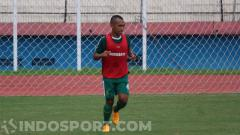 Indosport - Irfan Jaya akhirnya mengumumkan perpisahannya dengan klub Persebaya Surabaya.