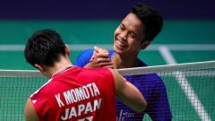 Indosport - Bahas soal kemenangan Anthony Sinisuka Ginting di kejuaraan Mola TV PBSI Home Tournament, media Malaysia kembali seret Kento Momota.