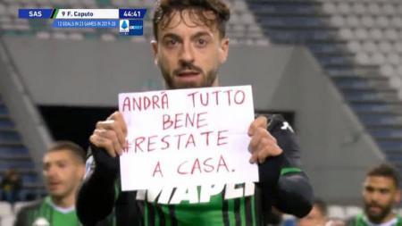 Striker Sassuolo, Francesco Caputo, memberikan sebuah pesan untuk memerangi virus corona di Italia. - INDOSPORT