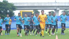 Indosport - Setelah menunggu cukup lama, akhirnya drawing pembagian grup dan lokasi pertandingan lanjutan Liga 2 telah dilakukan secara virtual, Rabu (19/08/20).