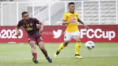 Proses gol yang diciptakan penyerang PSM Makassar, Osas Saha (kiri) ke gawang Kaya FC pada laga Piala AFC 2020 gup H di Stadion Madya Senayan, Selasa (10/03/20). - INDOSPORT