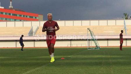 Gelandang klub Liga 1 Persita Tangerang, Raphael Maitimo mengatakan sudah punya rencana andai pensiun nanti. - INDOSPORT