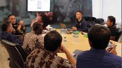 Indosport - Ketua Umum PSSI, Mochamad Iriawan, menerima Asosiasi Pesepakbola Profesional Indonesia (APPI) dan Asosiasi Pelatih Sepakbola Seluruh Indonesia (APSSI).