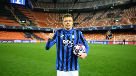 Striker Atalanta, Josip Ilicic jadi salah satu pemain klub Serie A Liga Italia yang ikut berperang lawan wabah virus Corona di Italia. Ada pemain Juventus dan juga Napoli yang melakukan hal serupa. - INDOSPORT