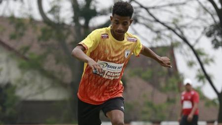 Pemain muda terbaru Persipura Jayapura untuk Liga 1 2020, Wulf Kluivert Shevchenko. - INDOSPORT