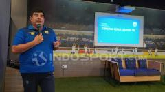 Indosport - Dokter Persib, Rafi Ghani memberikan penjelasan terkait virus Corona di Graha Persib, Jalan Sulanjana, Kota Bandung, Rabu (11/03/20).