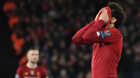 Mohamed Salah meluapkan kekesalannya usai Liverpool tersingkir dari Liga Champions - INDOSPORT