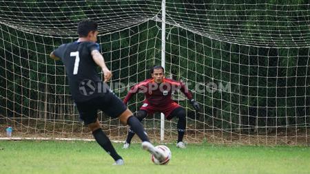 Klub Liga 1 PSIS Semarang kembali berlatih di Stadion Citarum, namun kali ini tanpa dukungan dari suporter untuk mencegah penyebaran Corona. - INDOSPORT