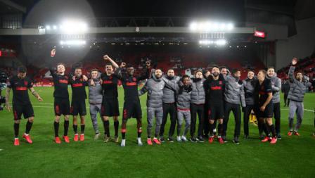 Skuat Atletico Madrid merayakan kemenangan atas Liverpool di Liga Champions di Stadion Anfield.