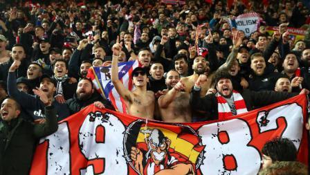 Fans Atletico Madrid di laga leg kedua 16 besar Liga Champions kontra Liverpool di Anfield, Kamis (12/03/20) WIB.