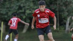 Indosport - Gelandang Persipura Jayapura asal Jepang, Takuya Matsunaga saat berlatih dengan tim.