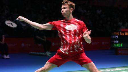 Pebulutangkis Rasmus Gemke sukses mencetak 3 rekor kerena usai mengalahkan 'kembaran' Taufik Hidayat yakni Kenta Nishimoto di semifinal Denmark Open 2020. - INDOSPORT