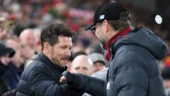 Indosport - Pelatih Atletico Madrid, Diego Simeone, bersalaman dengan pelatih Liverpool, Jurgen Klopp.