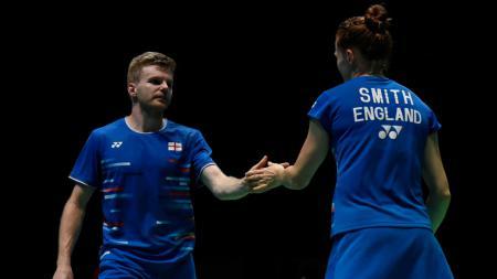 Marcus Ellis/Lauren Smith sukses melaju ke babak kedua Denmark Open 2020 usai mengalahkan pemain berdarah Indonesia, Jones Ralfy Jansen dengan Kilasu Ostermeyer - INDOSPORT
