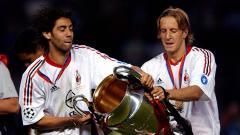 Indosport - Legenda AC Milan, Massimo Ambrosini (kanan), mengatakan bahwa mantan klubnya tersebut bisa mengorbankan Lucas Paqueta agar dapat melakukan perubahan positif.