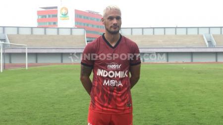 Gelandang andalan klub Liga 1 Persita Tangerang, Raphael Maitimo, mendapatkan respons dari eks bintang Manchester United saat memposting foto di Instagram. - INDOSPORT
