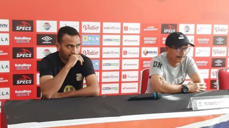 Pelatih dan pemain Barito Putera, Djajang Nurdjaman dan Rizky Pora - INDOSPORT