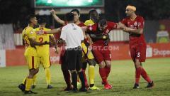 Indosport - Persija Jakarta di bawah asuhan Sergio Farias belum tersentuh kekalahan di Liga 1 2020. Namun masih ada tiga masalah dalam permainan mereka.