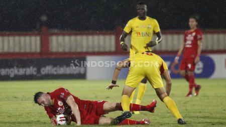 Ezechiel N'Douassel berhasil memecahkan rekor yang berkaitan dengan Persib Bandung, dalam laga Liga 1 2020 Bhayangkara FC vs Persija Jakarta. - INDOSPORT