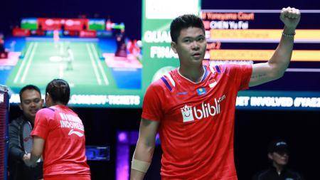 Sukses lakukan backhand keras yang kelabuhi pasangan Inggris, pebulutangkis ganda campuran Indonesia Praveen Jordan tuai pujian dari komentator asing. - INDOSPORT