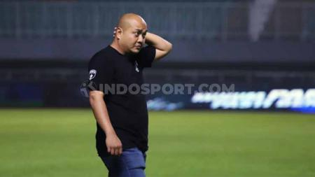 Manajer Persita, I Nyoman Suryanthara, berbicara soal penundaan Liga 1. - INDOSPORT