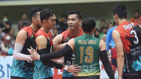 Tim putra Jakarta BNI 46 terus bercokol di puncak klasemen sementara Proliga 2020 setelah berhasil mengalahkan Palembang Bank SumselBabel (PBS), Sabtu (14/03/20 - INDOSPORT