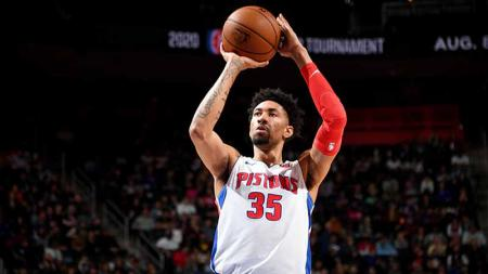 Penyebaran virus corona di kancah NBA semakin meluas setelah pemain Detroit Pistons, Christian Wood dinyatakan positif terjangkit virus tersebut. - INDOSPORT