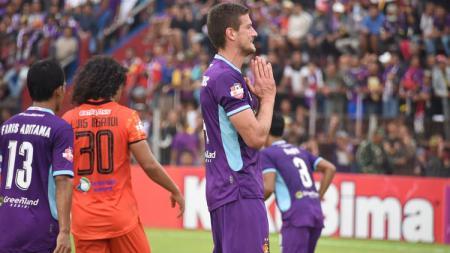 Ekspresi striker Persik Kediri, Nikola Asceric, dalam pertandingan Liga 1 2020 kontra Persiraja Banda Aceh, Sabtu (14/3/20). - INDOSPORT