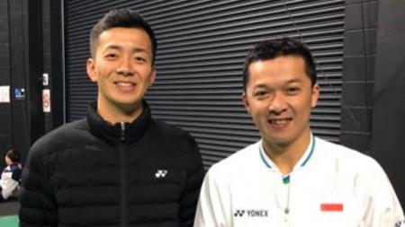 Pebulutangkis asal Jepang, Kenta Nishimoto bukan sekadar panjat sosial (pansos) ketika mengunggah foto bersama legenda Indonesia, Taufik Hidayat. - INDOSPORT