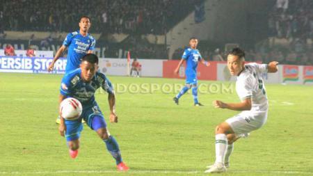 Persib Bandung tercatat tidak pernah menelan kekalahan sama sekali di setiap laga perdana era kompetisi Liga 1 bergulir dari 2017 lalu. - INDOSPORT