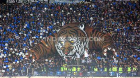 Laga Persib Bandung vs PSS Sleman catat jumlah penonton terbanyak di Liga 1 2020 pada pekan ketiga. - INDOSPORT