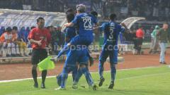 Indosport - Demi mempertahankan puncak klasemen Liga 1 2020, Persib Bandung harus menghadapi tantangan jadwal pertandingan yang berpotensi makin padat, pasca break pandemi virus corona nanti.