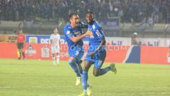 Indosport - Selebrasi pemain Persib Bandung, Geoffrey Castillion.
