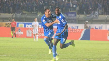 Pemain asing tim sepak bola Persib Bandung, Geoffrey Castillion, masih absen pada sesi latihan yang berlangsung di Lapangan Inspire Arena, Jumat (20/03/20). - INDOSPORT