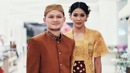 Eks pemain sepak bola, Syamsir Alam, resmi menikahi seorang model bernama Bunga Jelita di The Manor Andara, Depok, Sabtu (21/3/2020). - INDOSPORT