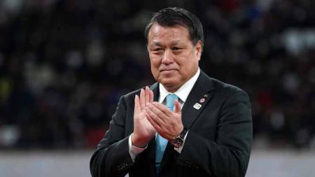 Presiden Asosiasi Sepak Bola Jepang (JFA), Kozo Tashima telah dinyatakan positif terjangkit virus Corona. - INDOSPORT