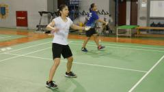Indosport - Pasangan ganda putri Indonesia, Febby Valencia Dwijayanti/Greysia Polii berhasil mengalahkan Melani Mamahit/Tryola Nadya di Mola TV PBSI Home Tournament