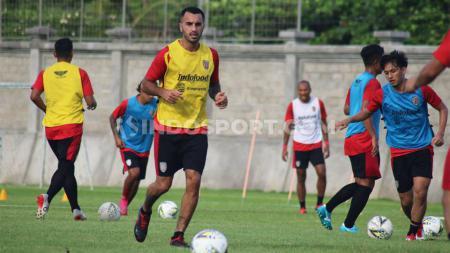 Gelandang Bali United dan pemain termahal Liga 1, Brwa Hekmat Nouri, memberikan jawaban atas performa tak maksimal pada Liga 1 2018. - INDOSPORT