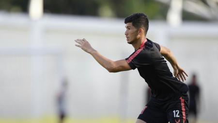 Bek kiri Borneo FC, Kevin Gomes, mendapat peran baru seiring datangnya pelatih anyar, Mario Gomez. - INDOSPORT